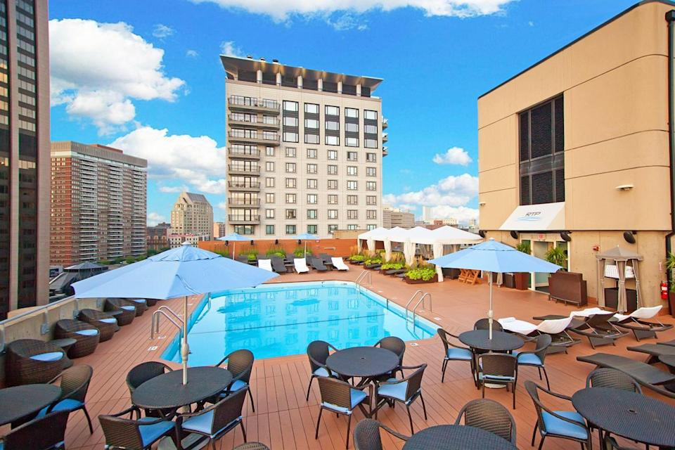 """A rooftop pool? In <a href=""""https://www.cntraveler.com/destinations/boston?mbid=synd_yahoo_rss"""" rel=""""nofollow noopener"""" target=""""_blank"""" data-ylk=""""slk:Beantown"""" class=""""link rapid-noclick-resp"""">Beantown</a>? Trust us, even though <a href=""""https://www.cntraveler.com/hotels/united-states/united-states/boston/the-colonnade-hotel?mbid=synd_yahoo_rss"""" rel=""""nofollow noopener"""" target=""""_blank"""" data-ylk=""""slk:this hotel"""" class=""""link rapid-noclick-resp"""">this hotel</a> celebrates its 50th anniversary this year and is a favorite with locals, its rooftop pool still feels like a well-kept secret. If you find yourself in The Hub this summer and don't have time to zip down to <a href=""""https://www.cntraveler.com/story/where-to-eat-stay-and-play-on-cape-cod?mbid=synd_yahoo_rss"""" rel=""""nofollow noopener"""" target=""""_blank"""" data-ylk=""""slk:the Cape"""" class=""""link rapid-noclick-resp"""">the Cape</a> or up to Maine, budget a few hours to escape the city heat on the pool deck here."""