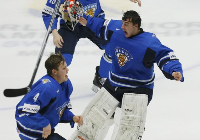 Finland's goalie Juuse Saros (R) and Mikko Lehtonen celebrate after defeating Sweden in overtime of their IIHF World Junior Championship to win the gold medal ice hockey game in Malmo, Sweden, January 5, 2014. REUTERS/Alexander Demianchuk (SWEDEN - Tags: SPORT ICE HOCKEY)