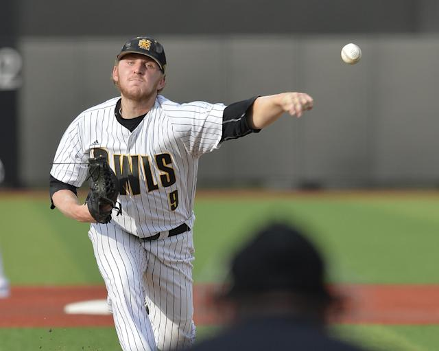 Kennesaw State's Travis Bergen pitches to the Louisville side in the first inning of an NCAA college baseball tournament super regional game in Louisville, Ky., Saturday, June 7, 2014. (AP Photo/Timothy D. Easley)