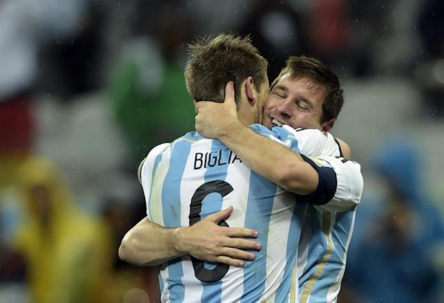 Argentina's Lionel Messi (back) and Lucas Biglia celebrate after winning their World Cup semi-final match against the Netherlands at The Corinthians Arena in Sao Paulo on July 9, 2014 (AFP Photo/Juan Mabromata)