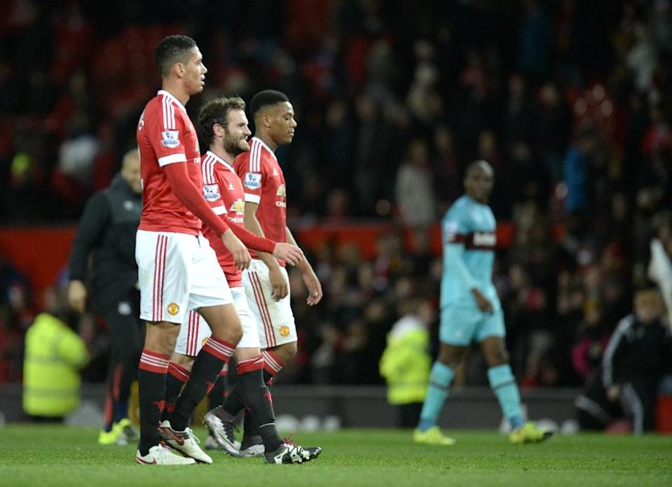 (L-R) Manchester United players Chris Smalling, Juan Mata and Anthony Martial walk off the pitch after the English Premier League match against West Ham United at Old Trafford on December 5, 2015 (AFP Photo/Oli Scarff)