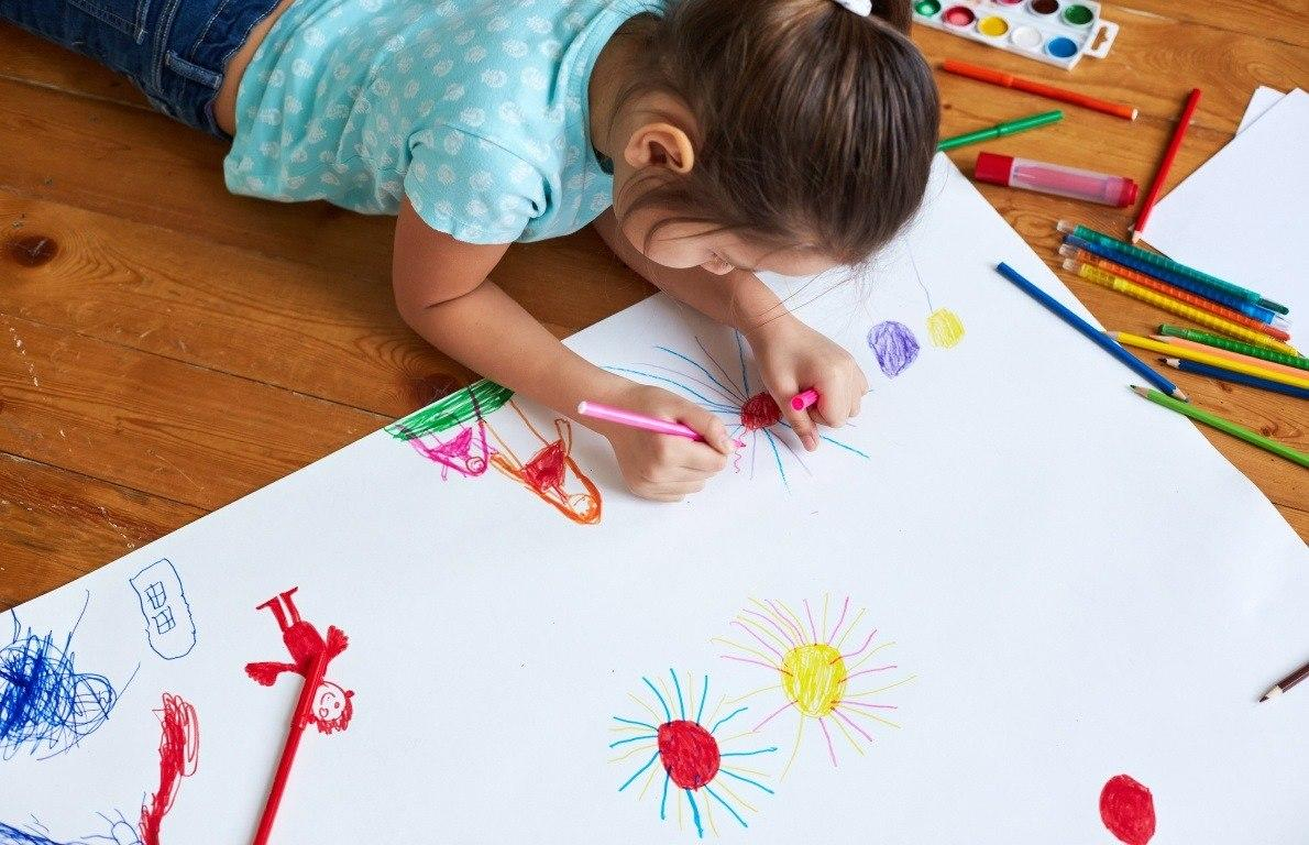 "<p>Younger children get restless easily. If this is an issue for you when traveling, try asking the front desk if they have any <a href=""https://www.thedailymeal.com/americas-best-kid-friendly-hotels/112613""><strong>entertainment for kids</strong></a>. Many hotels will have crayons and paper for them to doodle, and some even have items such as bath toys.</p>"