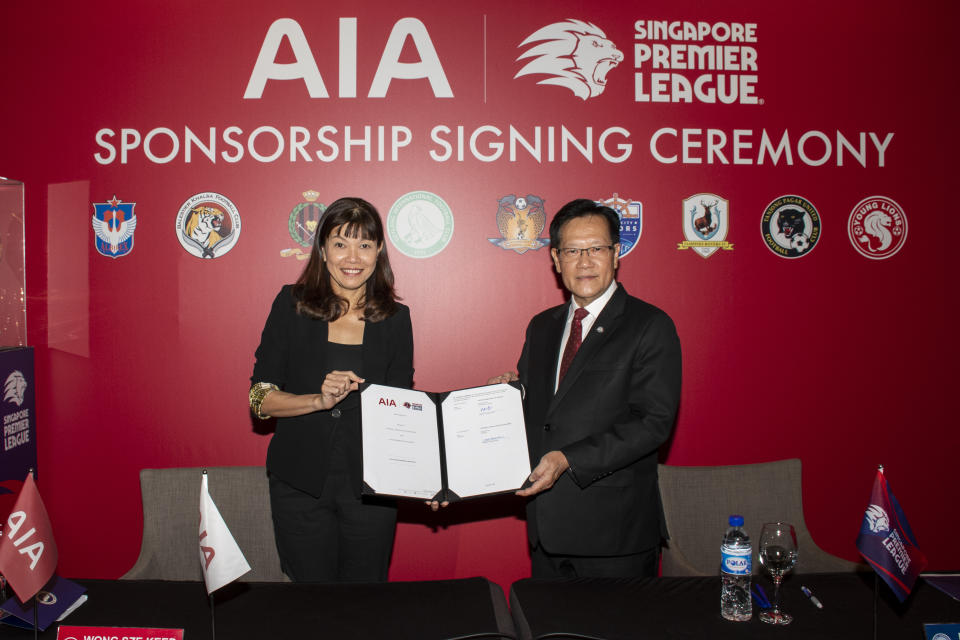 AIA Singapore CEO Wong Sze Keed (left) and FAS president Lim Kia Tong at the signing ceremony to extend the life insurance company's sponsorship of the Singapore Premier League. (PHOTO: FAS)
