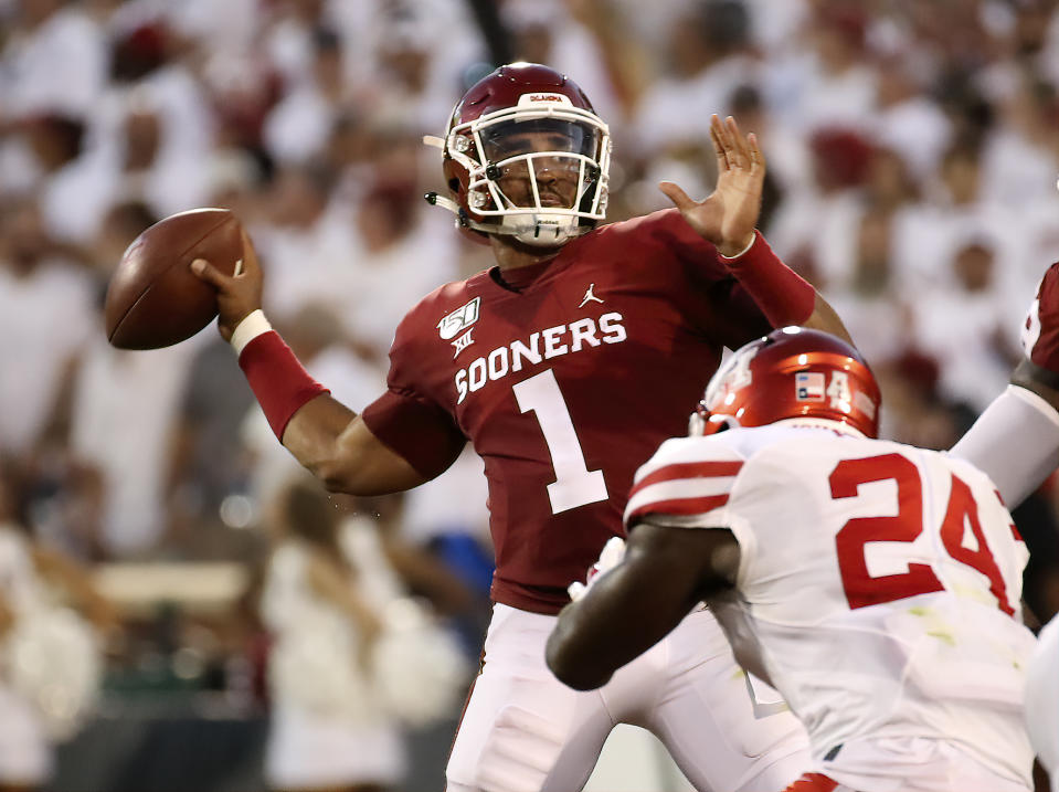 Oklahoma Sooners quarterback Jalen Hurts (1) throws during the first half against the Houston Cougars. (USAT)