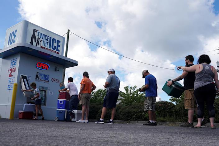 <p>People line up for ice before Hurricane Florence comes ashore in Carolina Beach, N.C., Sept. 12, 2018. (Photo: Carlo Allegri/Reuters) </p>