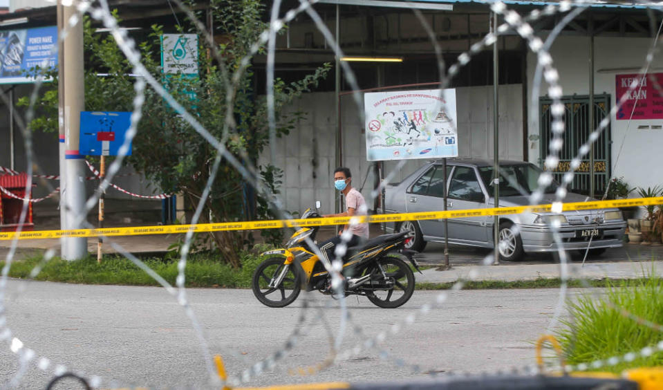 Barbed wire is seen around Kampung Dato' Ahmad Said Tambahan 2 in Mukim (sub-district) Ulu Kinta following the implementation of enhanced movement control order (EMCO) to curb the spread of Covid-19 June 6, 2021. — Picture by Farhan Najib