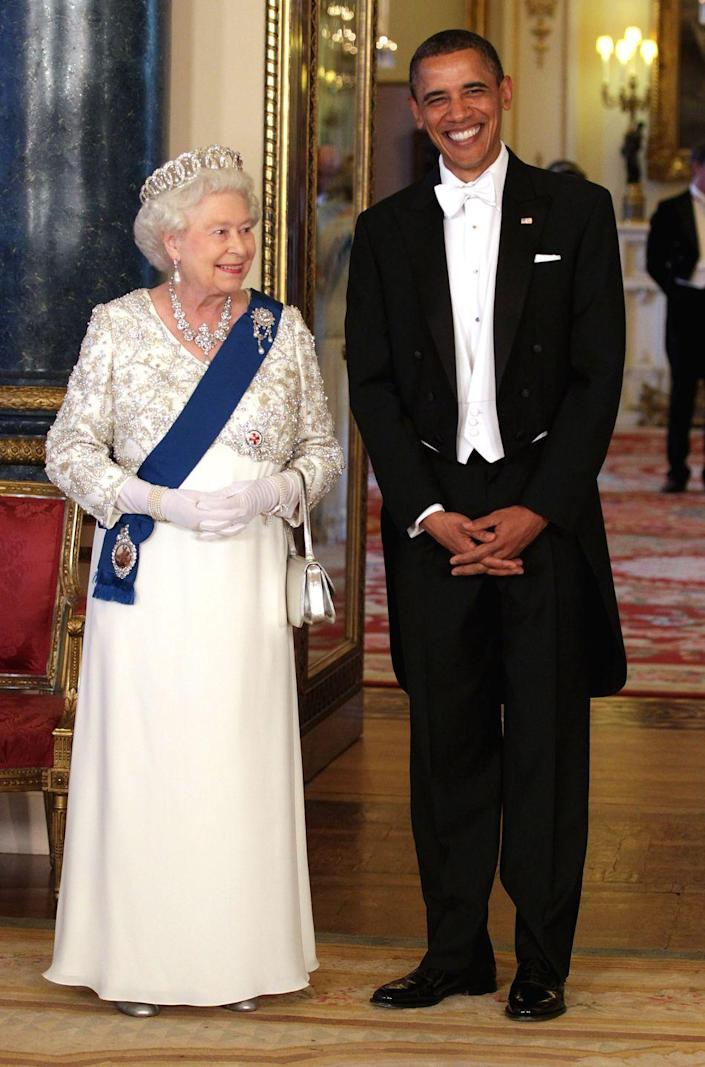 <p>The Queen and President Obama pose for a photo in the Music Room of Buckingham Palace before a state banquet.</p>