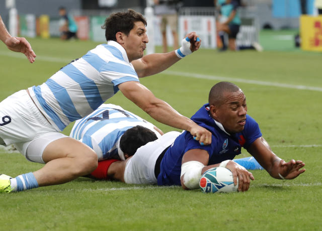 France's Virimi Vakatawa scores a try as Argentina's Toms Cubelli arrives late for the tackle during the Rugby World Cup Pool C game at Tokyo Stadium between France and Argentina in Tokyo, Japan, Saturday, Sept. 21, 2019. (AP Photo/Christophe Ena)