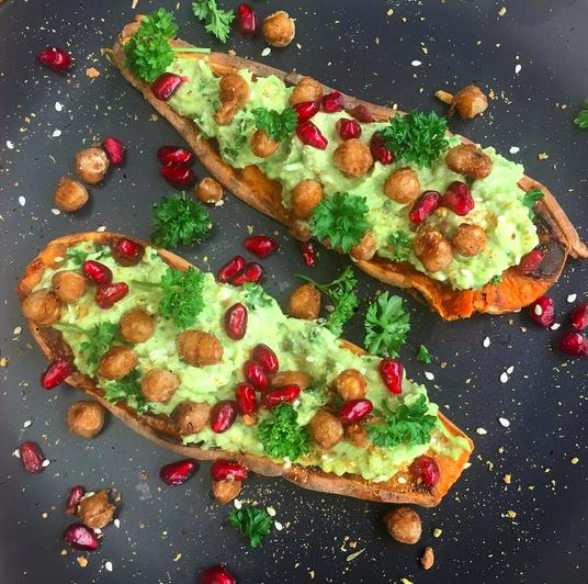 <p>This combo of smashed avocado, spiced chickpeas and pomegranate seeds is just mouth-watering. [Instagram/Hollyscooking]</p>