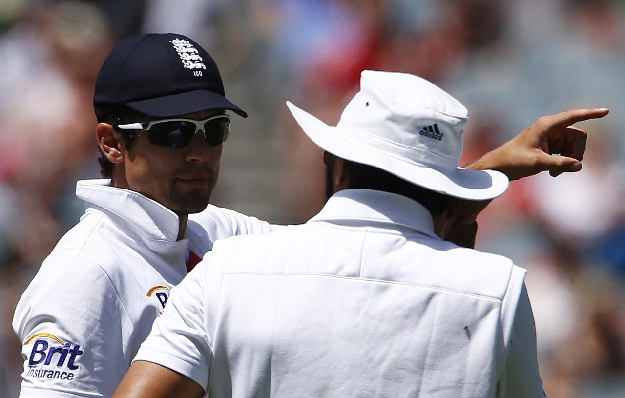 England's captain Alastair Cook (L) talks with teammate Monty Panesar during the fourth day of the fourth Ashes cricket test against Australia at the Melbourne cricket ground December 29, 2013. REUTERS/David Gray (AUSTRALIA - Tags: SPORT CRICKET)