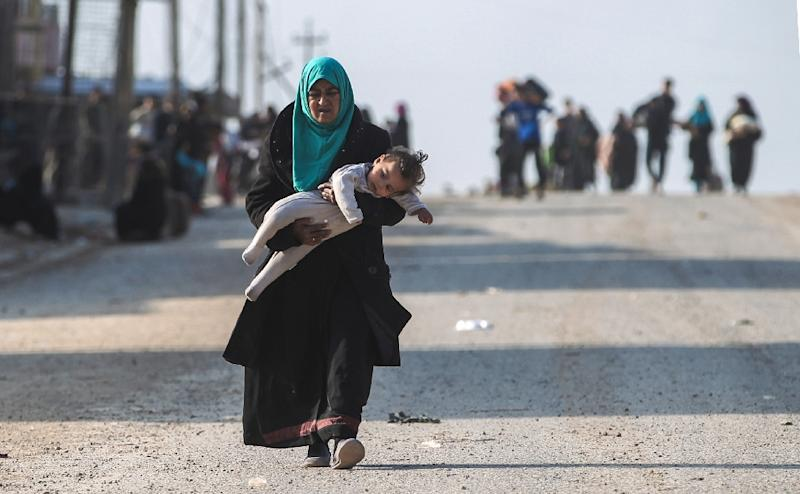 Tens of thousands of Iraqi civilians have fled Mosul since government-backed forces launched their assault (AFP Photo/AHMAD AL-RUBAYE)