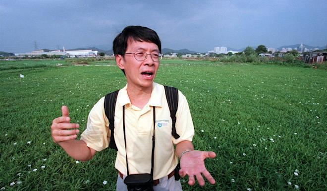 Ng Cho-nam inspecting the Long Valley wetlands in October 2000. Ng died of complications from a stroke on Friday. Photo: Martin Chan