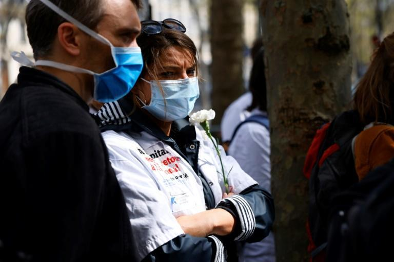 Medics and grieving relatives paid homage, outside the health ministry, to the five medical interns who have committed suicide this year in France
