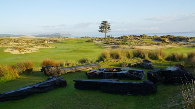 """<div class=""""caption""""> A wooden fire pit and benches alongside the 18th hole </div>"""