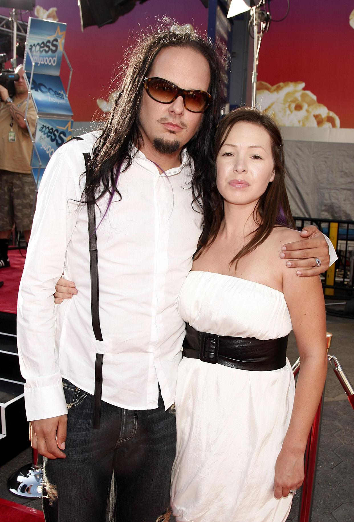 Jonathan Davis and his wife, Deven, at the premiere of <em>The Mummy: Tomb of the Dragon Emperor</em> in 2008. (Photo: Kevin Winter/Getty Images)