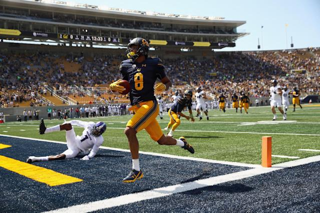 "Cal receiver <a class=""link rapid-noclick-resp"" href=""/ncaaf/players/267768/"" data-ylk=""slk:Demetris Robertson"">Demetris Robertson</a> had 50 receptions for 767 yards and seven touchdowns as a true freshman. He is now transferring. (Photo by Ezra Shaw/Getty Images)"