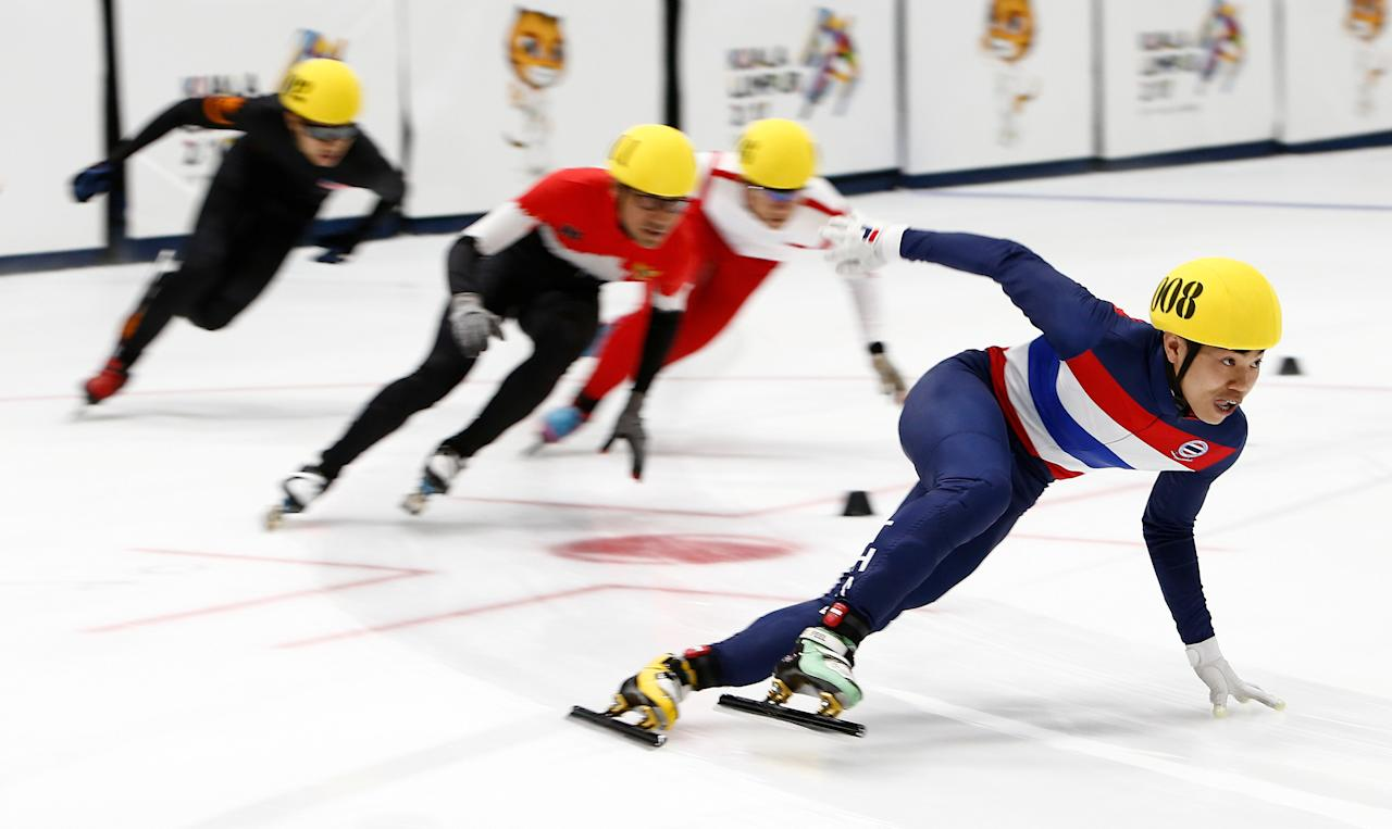 Southeast Asian (SEA) Games - Speed Skating - Men's 500m - Empire City, Petaling Jaya, Malaysia - August 29, 2017 - Teerasak Boonpok of Thailand (R) competes. REUTERS/Lai Seng Sin