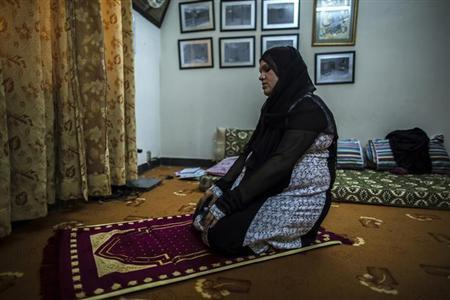 Pakistani Police Inspector Shazadi Gillani prays at her house in Abbottabad September 18, 2013. REUTERS/Zohra Bensemra/Files