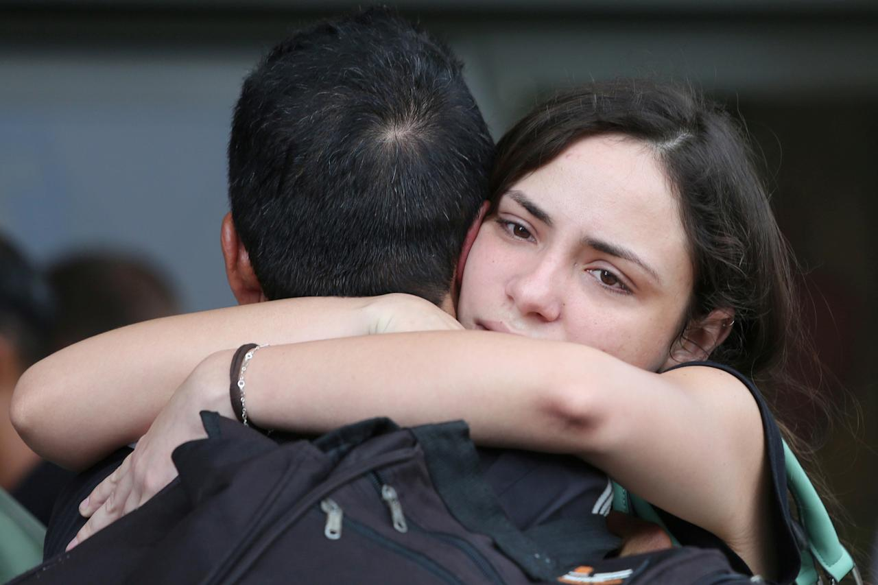 <p>Relatives of victims of the Boeing 737 plane that crashed after taking off from Havana's main airport yesterday, react at a hotel in Havana, Cuba, May 19, 2018. (Photo: Alexandre Meneghini/Reuters) </p>