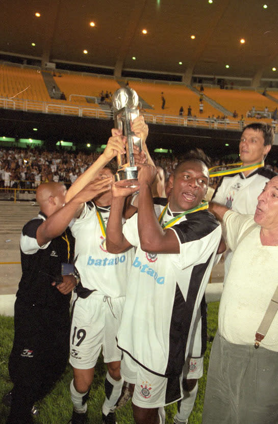 <em>Gilmar Fubá atuou no Corinthians entre 1995 e 2000 (Gazeta Press)</em>