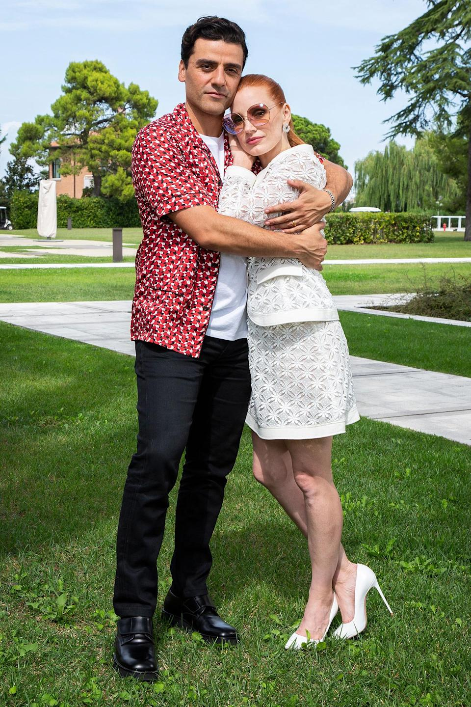 <p>While taking portraits ahead of the premiere, the old friends cozied up together. </p>
