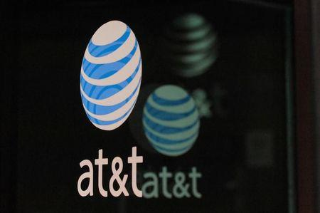 AT&T reports some US customers unable to make wireless calls