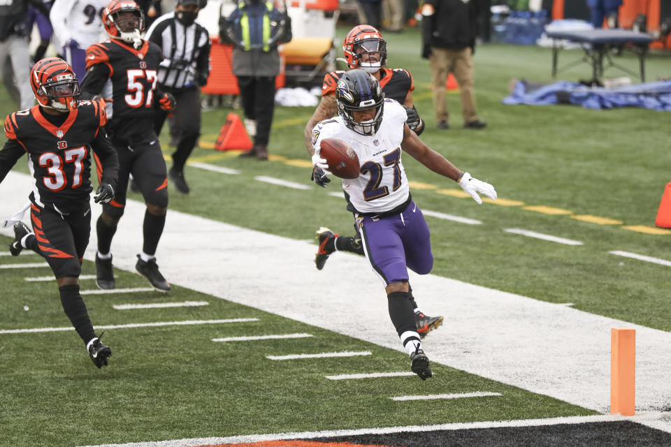 Baltimore Ravens running back J.K. Dobbins (27) dashes past Cincinnati Bengals cornerback Jalen Davis (37) and the rest of the defense for a touchdown during the second half of an NFL football game, Sunday, Jan. 3, 2021, in Cincinnati. (AP Photo/Aaron Doster)