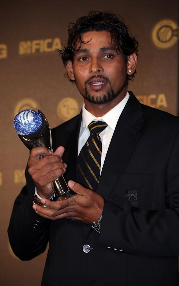 JOHANNESBURG, SOUTH AFRICA - OCTOBER 01:  Tilakaratne Dilshan of Sri Lanka with The ICC T20 International Performance Of The Year Award at The ICC Awards 2009 held at The Sandton Convention Centre on October 1, 2009 in Johannesburg, South Africa.  (Photo by Julian Herbert/Getty Images)