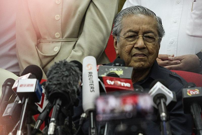 Mahathir said Putrajaya will consider using new technologies such as computers and teaching software to aid teachers. — Picture by Miera Zulyana