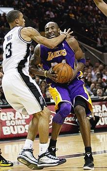 Kobe joins Lakers' latest blame game