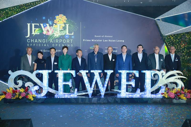 PM Lee Hsien Loong (middle) at the official opening of Jewel on 18 October, 2019. (PHOTO: Jewel Changi Airport)