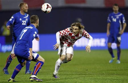 Croatia's Modric challenges Iceland's Gudmudsson and Smari Gudjohnsen during their 2014 World Cup playoff soccer match in Zagreb