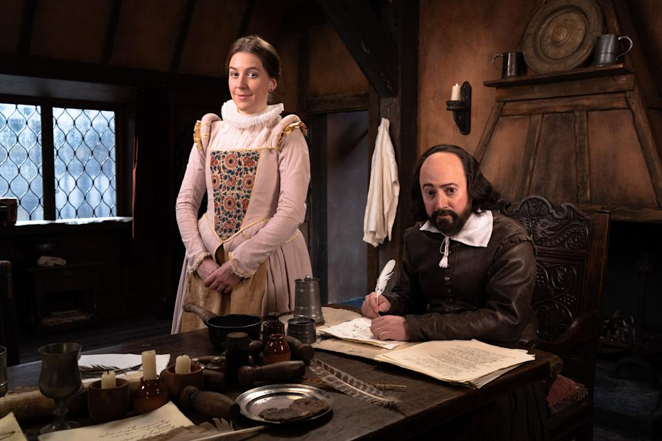 Upstart Crow: Lockdown Christmas 1603 - Kate (GEMMA WHELAN), Will Shakespeare (DAVID MITCHELL) - (BBC - Photographer: Gary Moyes)