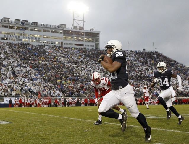 "Penn State's <a class=""link rapid-noclick-resp"" href=""/ncaaf/players/256698/"" data-ylk=""slk:Saquon Barkley"">Saquon Barkley</a> (26) takes the ball 65 yards for a touchdown against Nebraska during the first half of an NCAA college football game in State College, Pa., Saturday, Nov. 18, 2017. (AP Photo/Chris Knight)"
