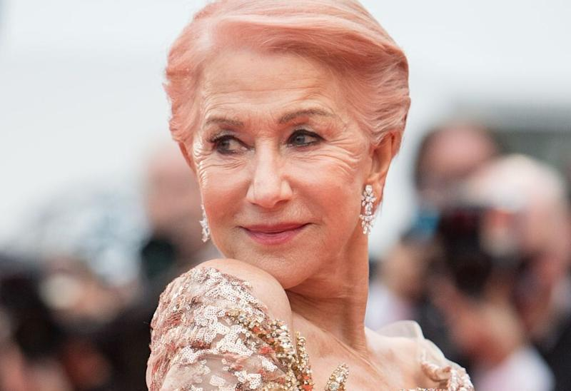 Helen Mirren completó su look de Cannes con pendientes de brillantes (Photo by Samir Hussein/WireImage)