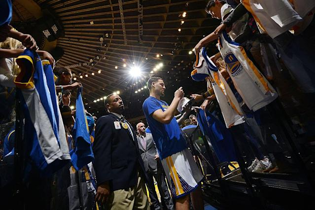 """<a class=""""link rapid-noclick-resp"""" href=""""/nba/players/4892/"""" data-ylk=""""slk:Klay Thompson"""">Klay Thompson</a> signs autographs before the Warriors' game against the Thunder. (NBAE/Getty Images)"""