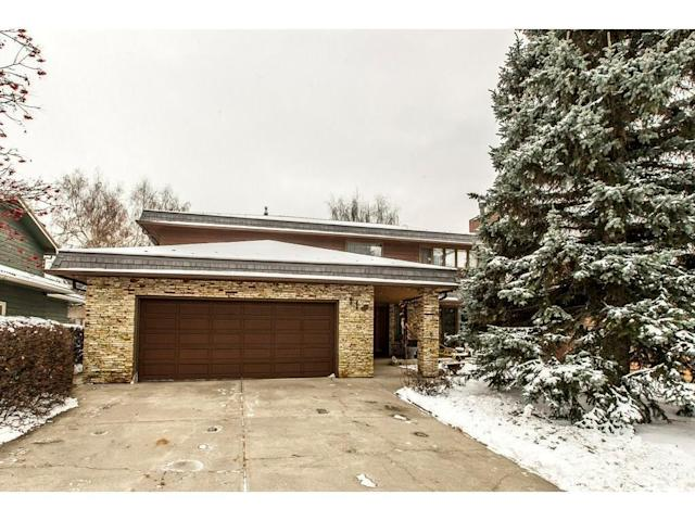 <p><span>119 Pump Hill Rd. Southwest, Calgary, Alta.</span><br> Location: Calgary, Alberta<br> List Price: $988,000<br> (Photo: Zoocasa) </p>