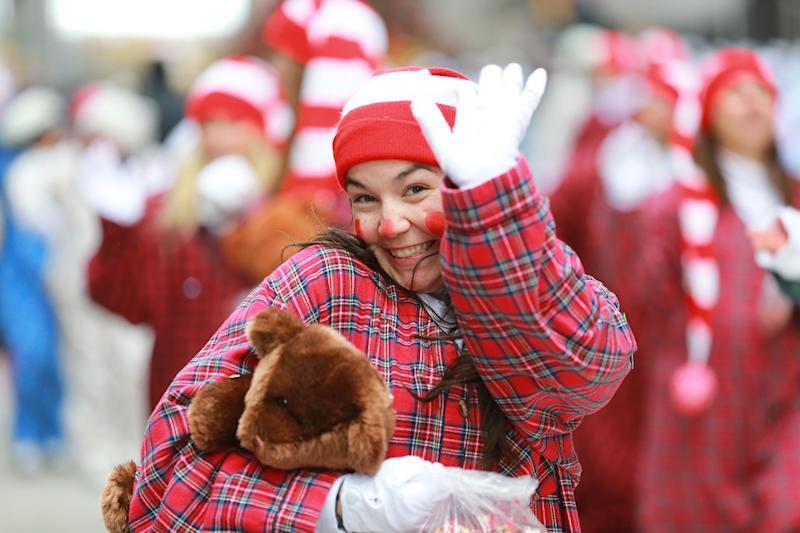 One of the Sleepy Clowns waves to camera while entertaining the crowd along the parade route in the 93rd Macy's Thanksgiving Day Parade in New York. (Photo: Gordon Donovan/Yahoo News)
