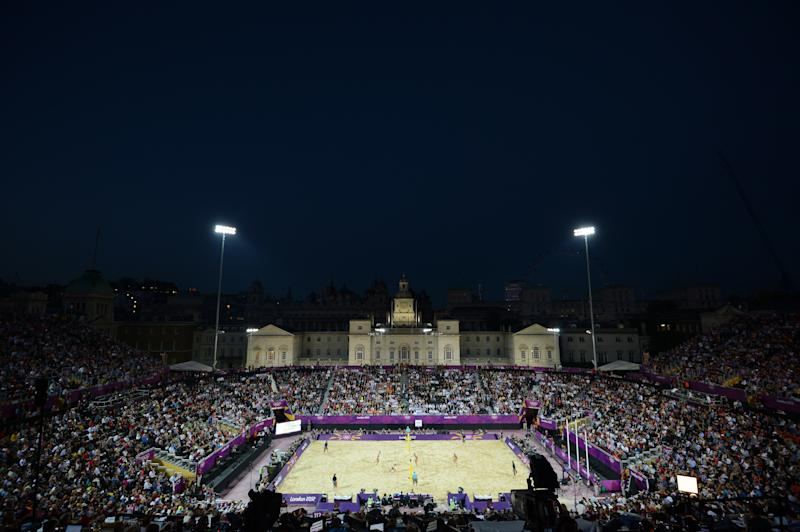 General view shows the Beach Volleyball Centre Court Stadium in Horse Guards Parade during the final match between US players Misty May-Treanor, Kerri Walsh, April Ross and Jennifer Kessy on the Centre Court Stadium in Horse Guards Parade on London on August 08, 2012, for the London 2012 Olympic Games. AFP PHOTO / BEN STANSALL (Photo credit should read BEN STANSALL/AFP/GettyImages)