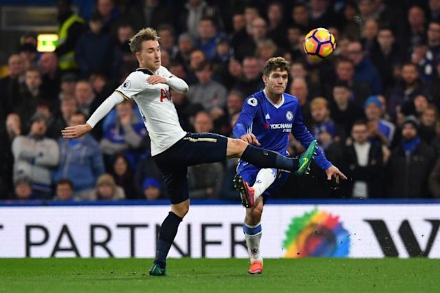 Tottenham Hotspur's midfielder Christian Eriksen (L) vies with Chelsea's defender Marcos Alonso (R) during the English Premier League football match November 26, 2016 (AFP Photo/Ben Stansall)