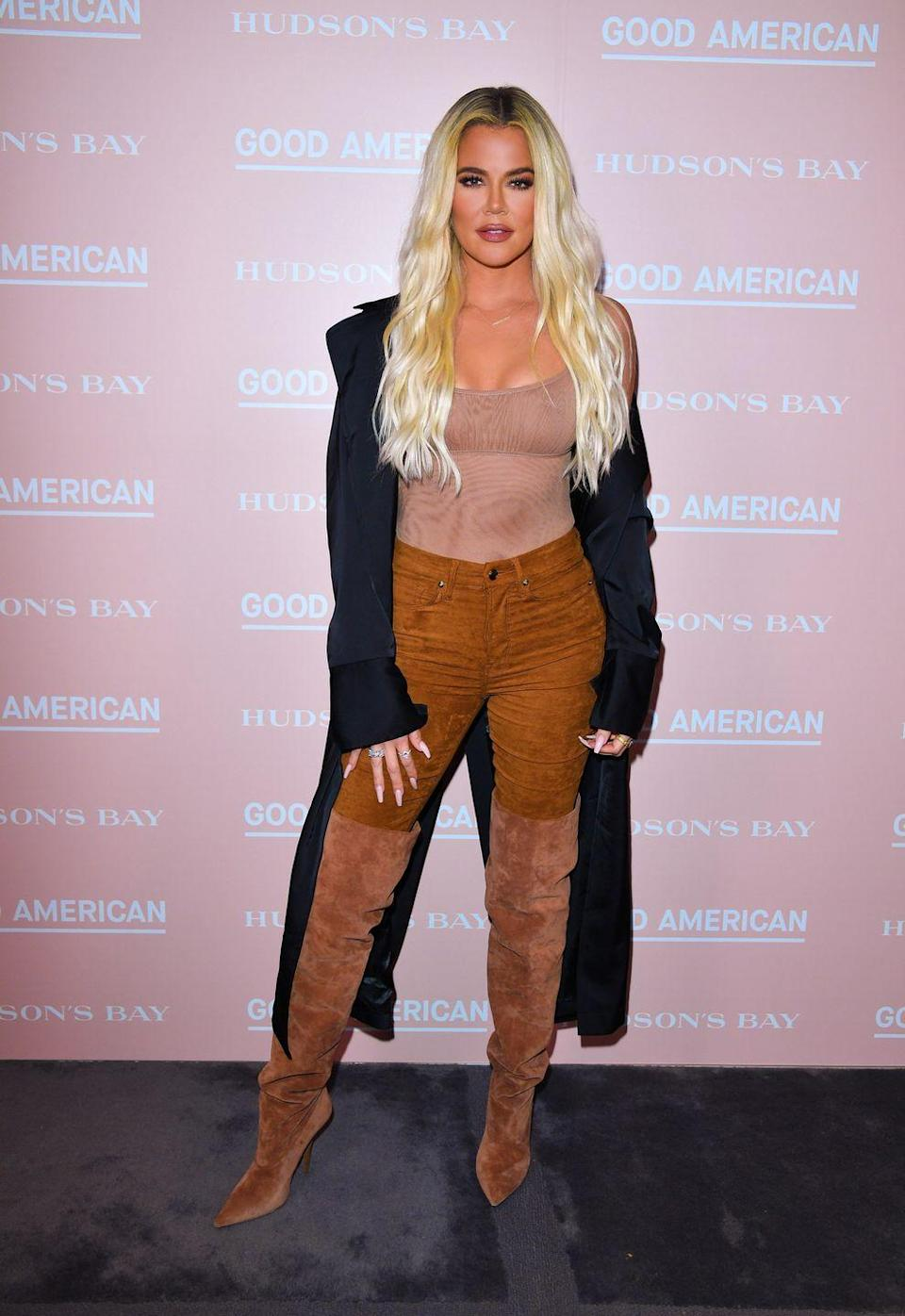 """<p>For dinner, Khloé usually has some of her favorite fish, like salmon, arctic char, or black cod. Her nutritionist <a href=""""https://www.healthista.com/celebrity-nutrition-secrets-khloe-kardashians-diet-revealed-nutritionist/"""" rel=""""nofollow noopener"""" target=""""_blank"""" data-ylk=""""slk:adds"""" class=""""link rapid-noclick-resp"""">adds</a> that it's always balanced out with at least eight ounces of veggies and salad. </p>"""