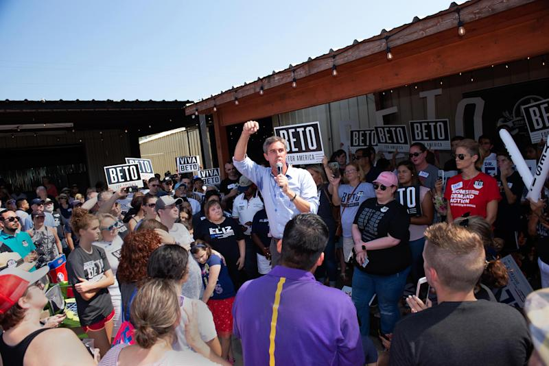 Democratic presidential candidate Beto O'Rourke rallies the crowd for Markowitz. (Photo: Donald R. Corr/Eliz Markowitz Campaign)