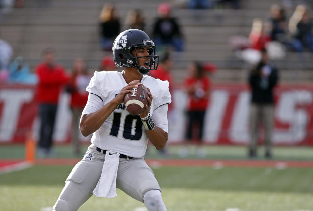 "Utah State quarterback <a class=""link rapid-noclick-resp"" href=""/ncaaf/players/263796/"" data-ylk=""slk:Jordan Love"">Jordan Love</a> searches for a receiver during the first half of an NCAA college football game against New Mexico in Albuquerque, N.M., Saturday, Nov. 4, 2017. (AP Photo/Andres Leighton)"