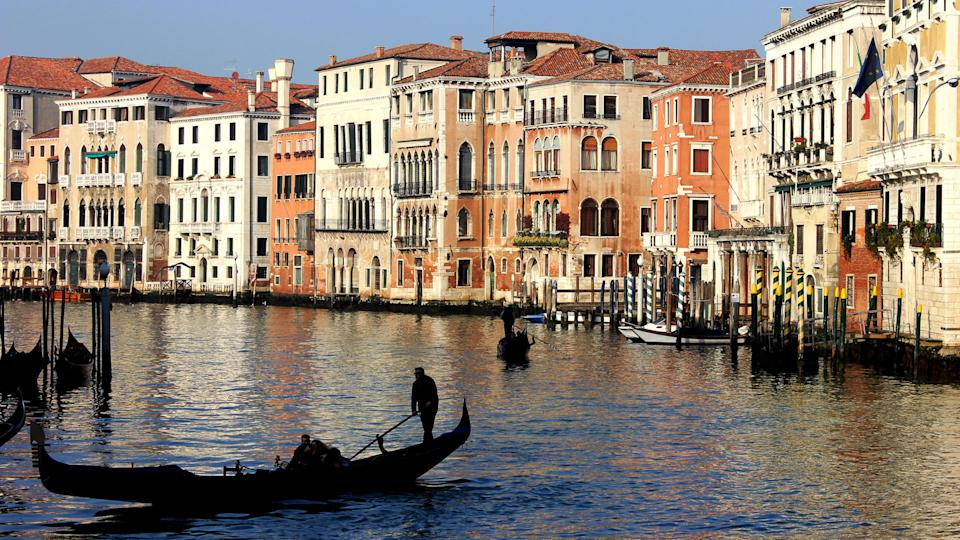 How Much to Tip When Traveling to These 25 Countries, venecia