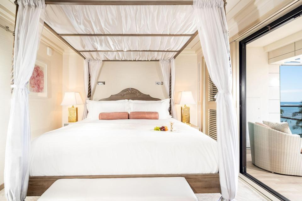 A bedroom with view at the Espacio The Jewel of Waikiki.