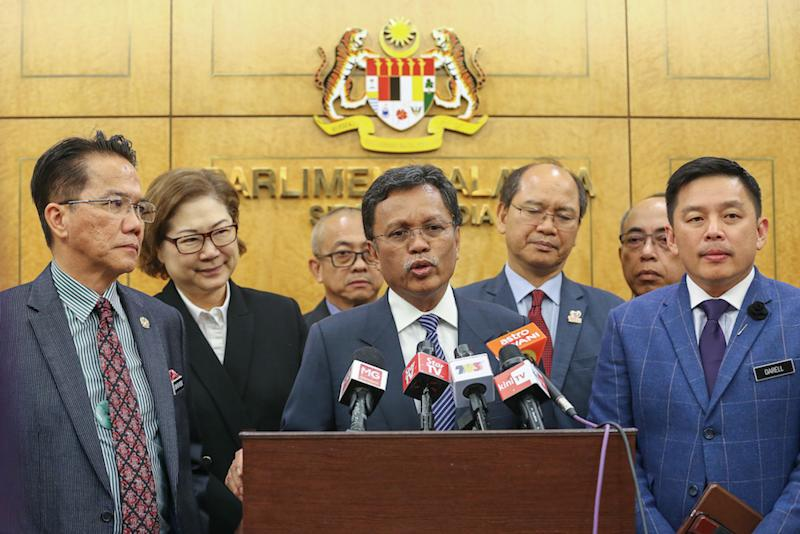 Sabah Chief Minister Datuk Seri Mohd Shafie Apdal (centre) addresses a news conference in Parliament November 28, 2019. — Picture by Yusof Mat Isa