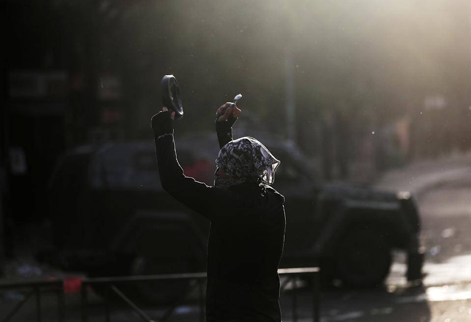 A demonstrator bangs on a metal pan during a protest against Chile's state economic model in Santiago, Chile on Oct. 23, 2019. (Photo: Ivan Alvarado/Reuters)