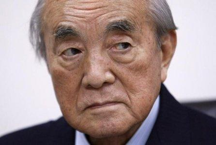 FILE PHOTO: Former Japan Prime Minister Yasuhiro Nakasone attends an interview with Reuters reporters in Tokyo January 25, 2010. REUTERS/Michael Caronna