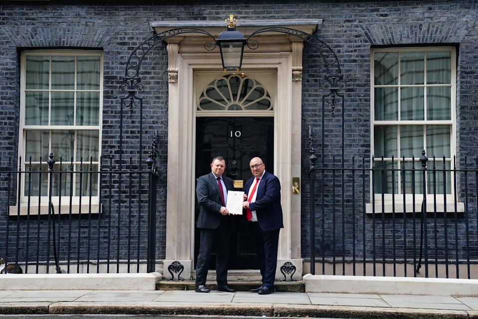 Chairman of the Police Federation John Apter (left) and Ken Marsh, chairman of the Metropolitan Police Federation deliver a letter to 10 Downing Street, London (Victoria Jones/PA) (PA Wire)
