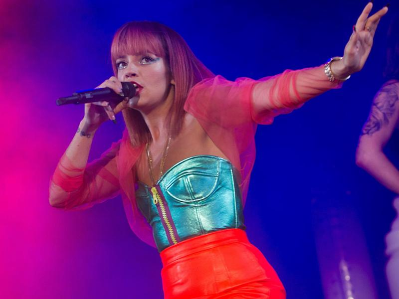 Lily Allen's behaviour 'worries pals'